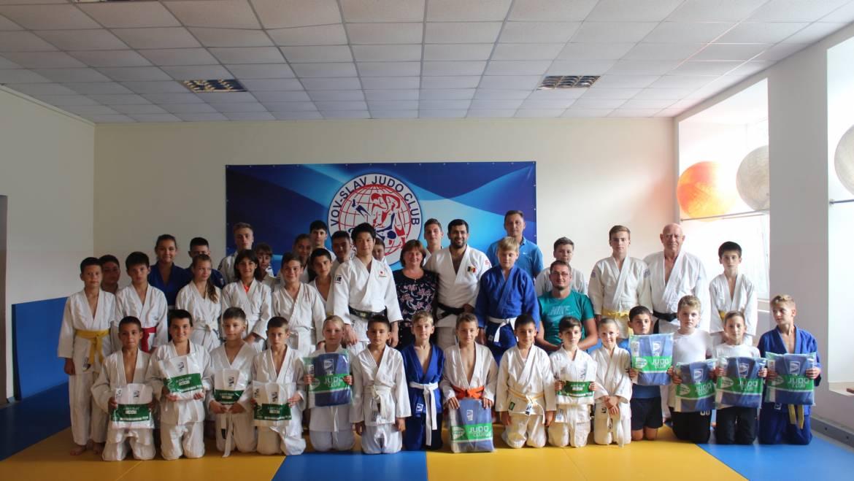 Un antrenor de Judo din Japonia a susținut un workshop tinerilor sportivi din satul Costești