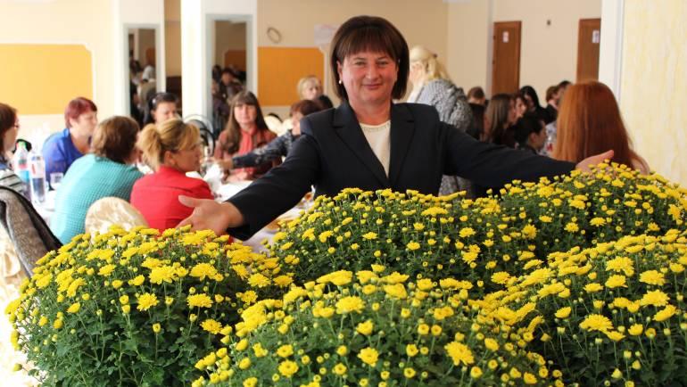 Primăria Costești a adunat toți lucrătorii din învățămînt din localitate la o sărbătoare de suflet