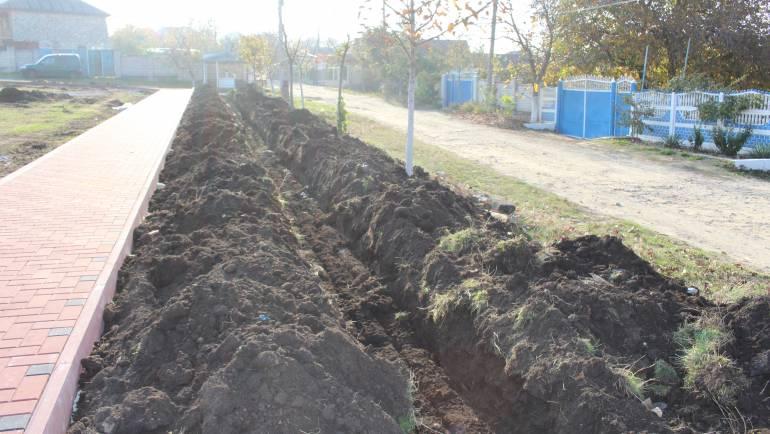 """Invitație pentru locuitorii zonei """"În deal la Cruce"""" pentru a planta material săditor în parc"""