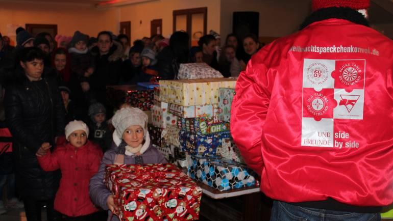 200 de copii din Costești au primit cadouri, zîmbete și bucurii din Germania