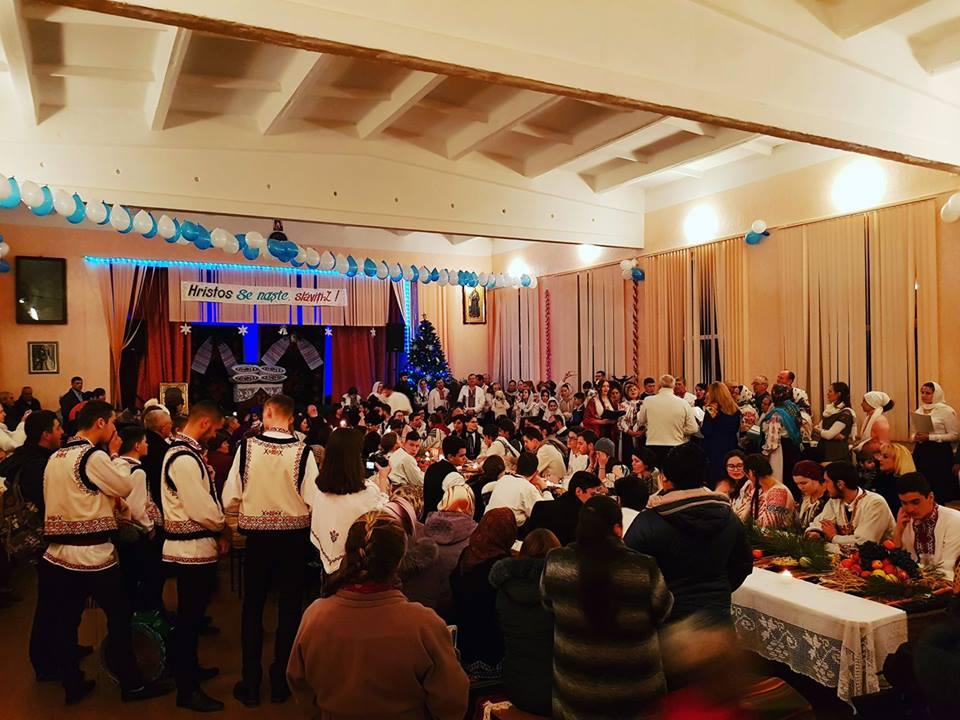 Colindătorii Mănăstirii Oașa au încîntat locuitorii satului Costești în ajun de Crăciun