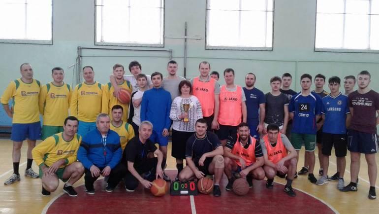 Campionatul local de baschet pentru bărbați și-a desemnat cîștigătorii