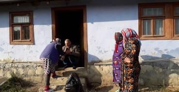 Octombrie este luna faptelor bune pentru bătrînii din Costești