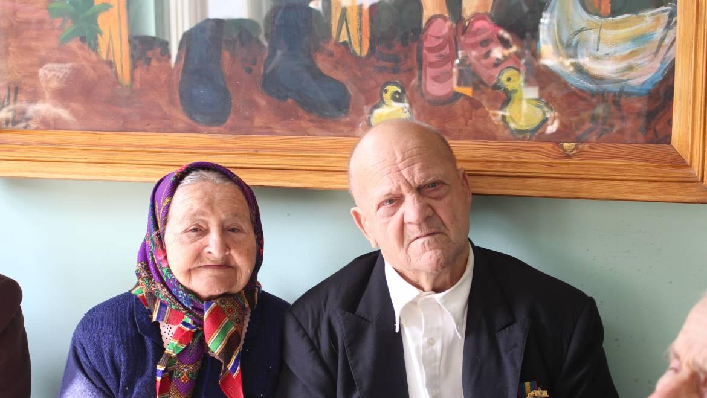 Șapte cupluri de bătrîni din Costești au sărbătorit astăzi 50 și 60 ani de căsătorie