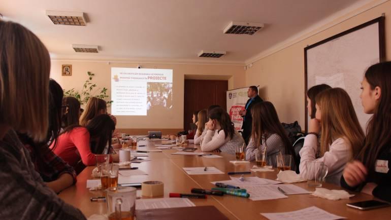 """Tinerii din satul Costești au participat la atelierul de instruire ,,MANAGEMENTUL PROIECTELOR DE TINERET"""""""