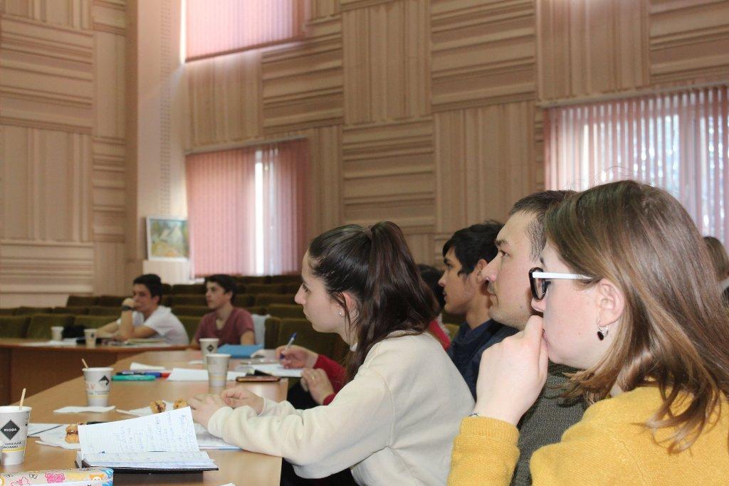 """Instruire pentru tineri – """"Managementul proiectelor comunitare"""""""