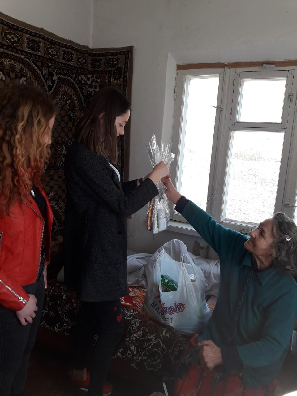 Voluntariat în ajun de sărbătorile Pascale cu implicarea tinerilor şi persoanelor în etate