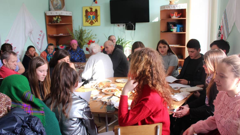 Activitate pascală cu participarea tinerilor şi persoanelor în etate!