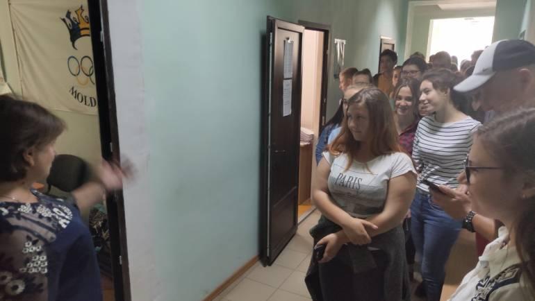 Ziua Ușilor Deschise în Primăria Costești a adunat astăzi zeci de cetățeni