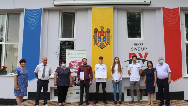 Tinerii din satul Costești implementează două proiecte cu suportul programului Fondul pentru Tineri Ialoveni.