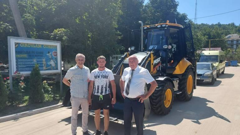 """Satul Costești are buldoexcavator cu suportul Programului """"Comunitatea Mea"""""""
